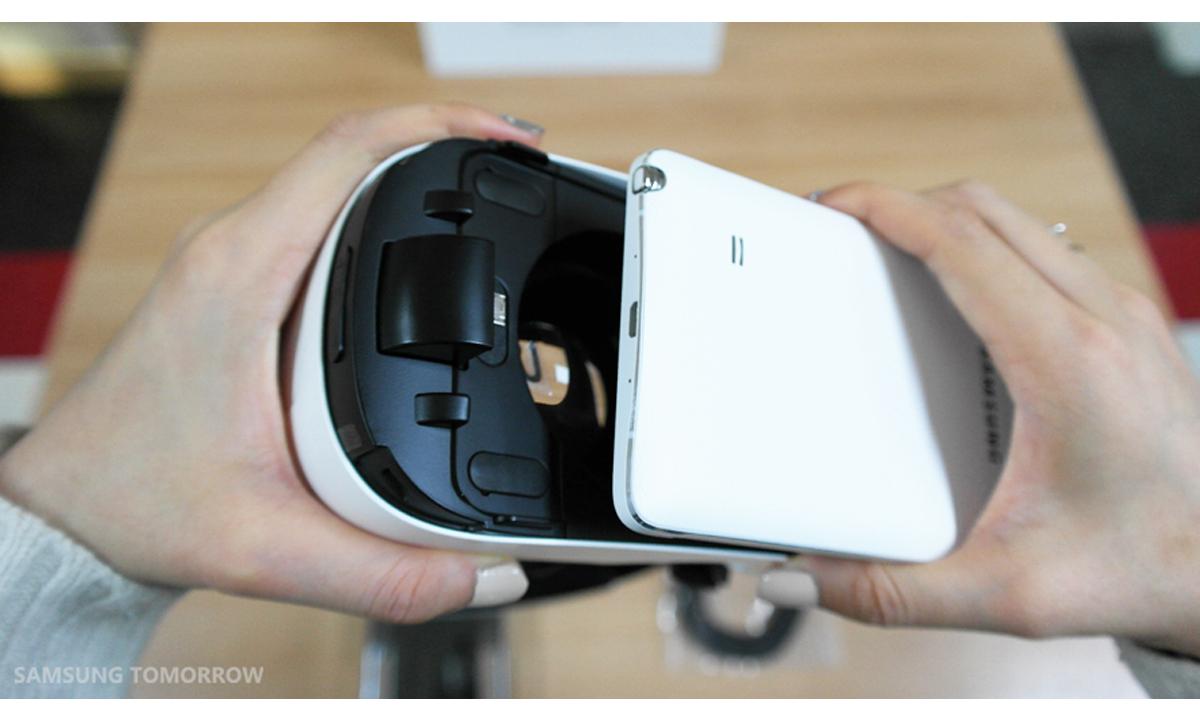 Gear-VR-i-Galaxy-Note-4-03