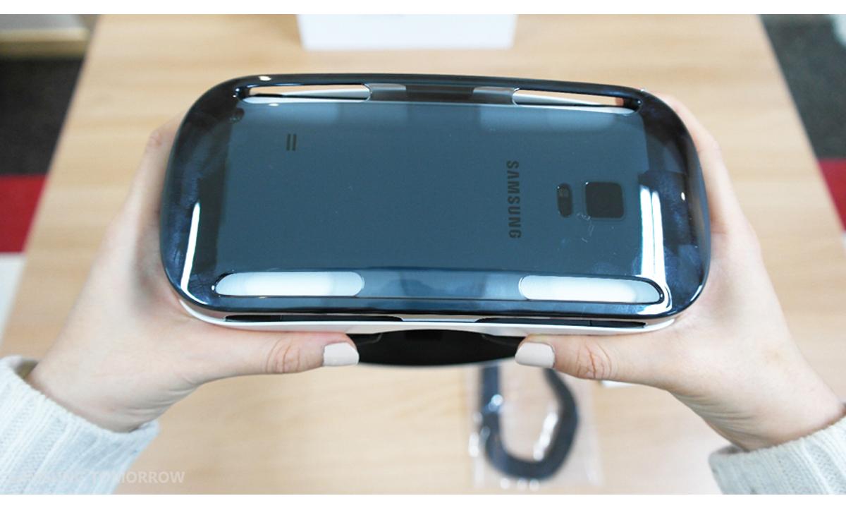 Gear-VR-i-Galaxy-Note-4-05